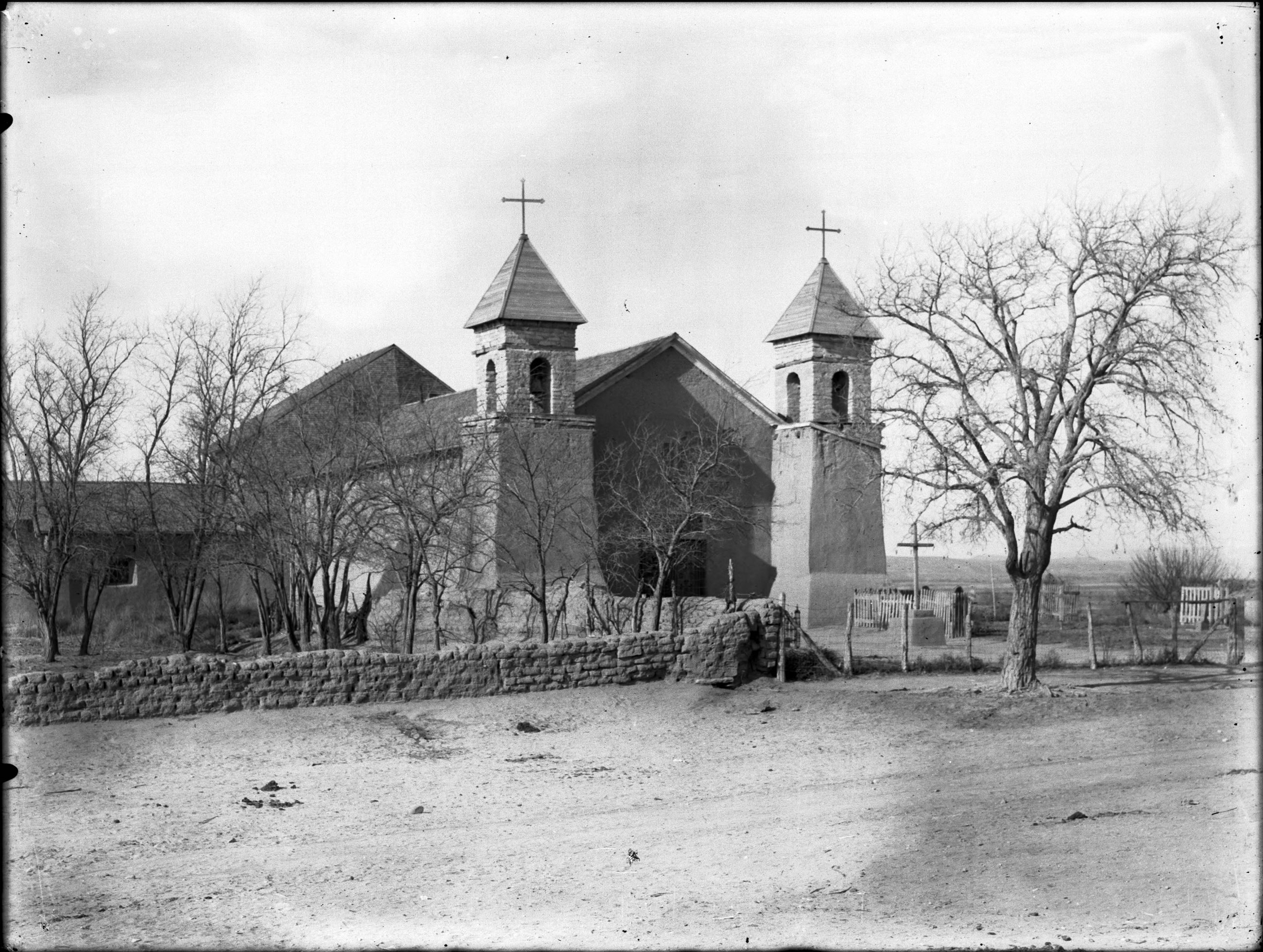 Santa Cruz Church in 1903, a black and white image kept by the  California Historical Society, Call